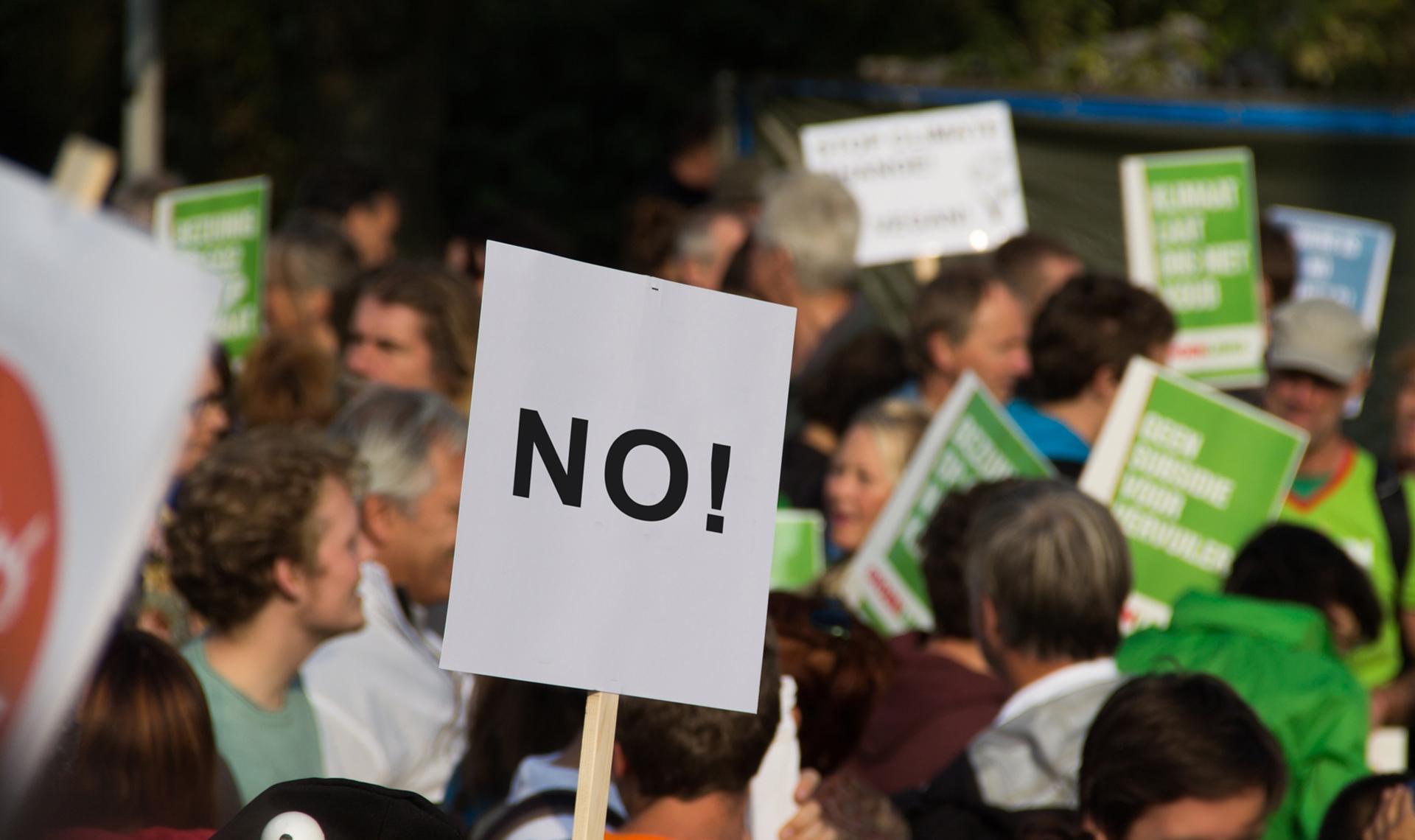 tensions politiques carlos moreno manifestation
