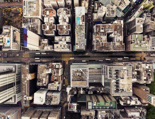 La forme d'une ville change plus vite, hélas, que le cœur d'un mortel