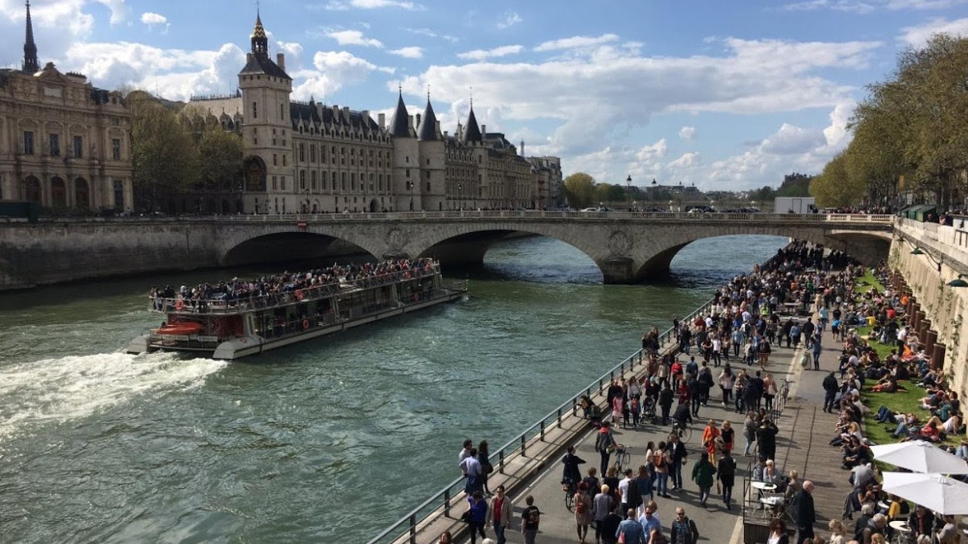Rives de Seine: Les voies sous les ponts, les citoyens sur le pont